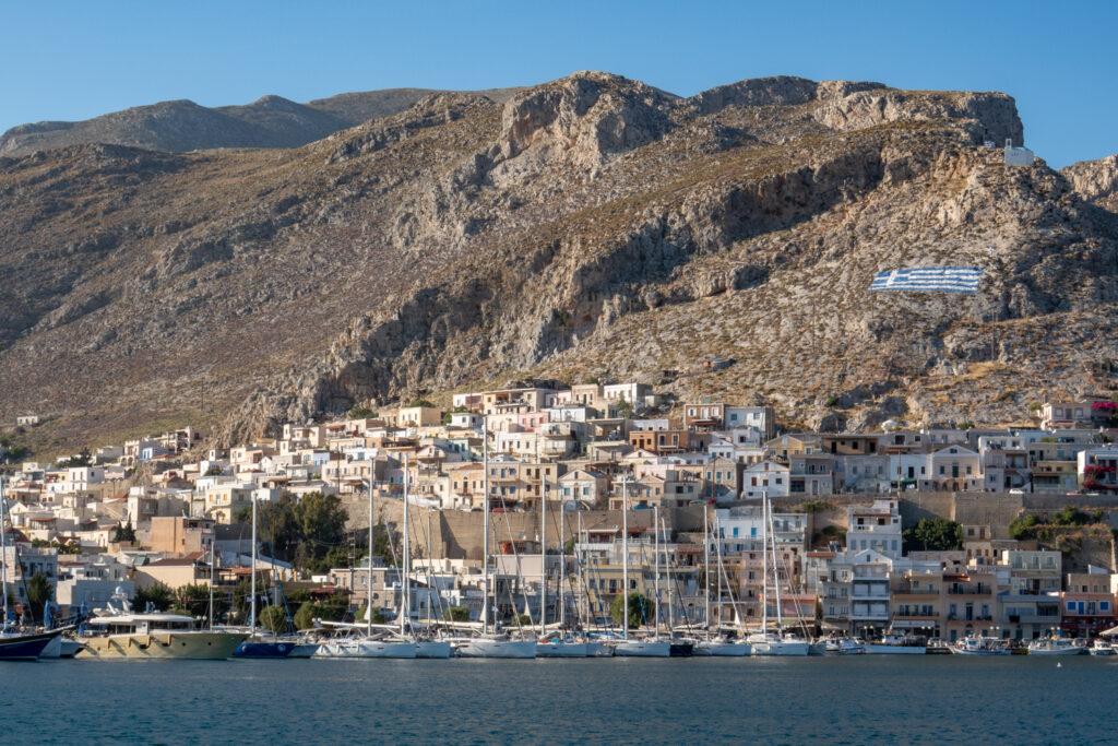 Gästhamnen och norra berget med kapellet